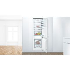 Bosch KIN86AFF0G 177x54 NoFrost bottom freezer, VarioShelf, VitaFresh Plus, 2 easy access shelves, S